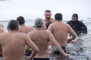 Как знаменитости и политики окунали бренное тело в святую воду. Лучшие фото