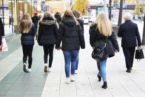 Психологи: Чим щасливіші люди, тим простіше вони одягаються