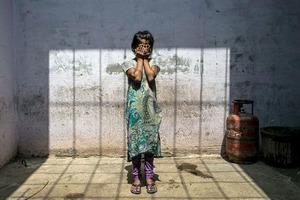 В Индии изнасилованная 10-летняя девочка родила ребенка