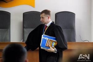 После вопроса адвоката о Мальдивах суд досрочно прекратил допрос Порошенко