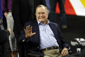 Буша-старшего вновь обвинили в домогательствах