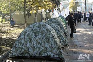 Ситуация под Радой спокойная, митингующие отдыхают в палатках