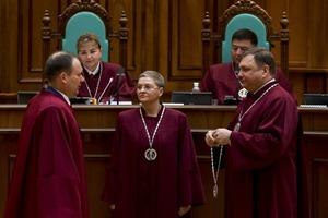 Новые судьи КСУ в присутствии Порошенко приняли присягу