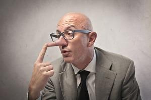 Бессовестно врать в глаза: 6 знаков Зодиака, способных на откровенную ложь
