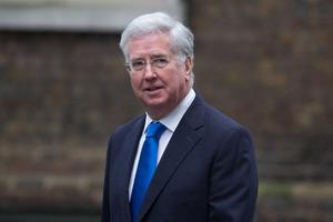 Британский министр обороны ушел в отставку из-за женской коленки