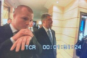 Охоронець Порошенко вчепився в «журналіста» «Росії 1»