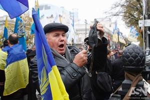 Во время митингов под стенами Рады задержали троих человек