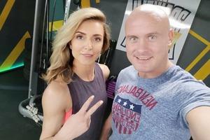 Боксер Узелков развелся с женой фитнес-тренером
