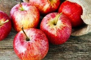 Правда ли, что есть кожицу импортных яблок нельзя