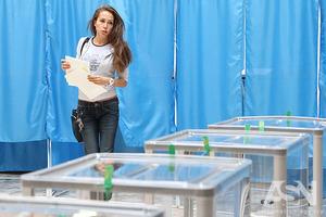Рейтинг доверия украинцев возглавили Вакарчук и Зеленский