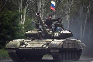 Российские танки заехали в Луганскую область через дыру в границе
