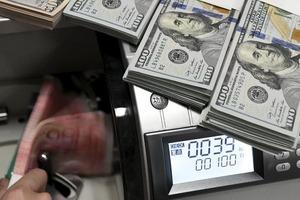 Валютні вкладники тікають з Ощадбанку, виведено вже 1,5 млрд доларів