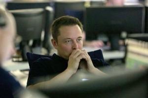 Взяли на слабо: Маск видалив сторінки своїх компаній в Facebook