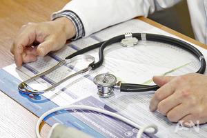 Эксперт: В Украине уже каждый одиннадцатый врач - драгдилер