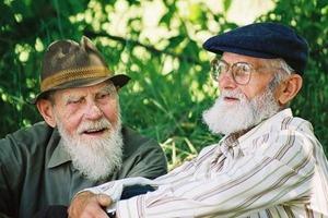 Вчені розповіли про основні переваги зберігати міцні дружні зв'язки до самої старості.