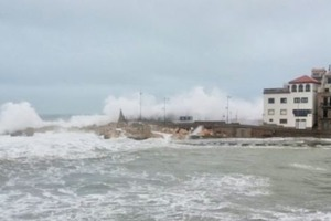 Шторм в Испании смыл в море часть отеля и затопил города