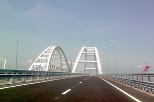 Росіяни перекривають Кримський міст 24 серпня