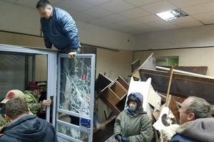 Во время беспорядков в Святошинском райсуде пострадали двое правоохранителей