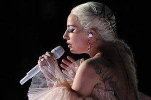 Леди Гага закрутила новый роман с голливудским красавчиком
