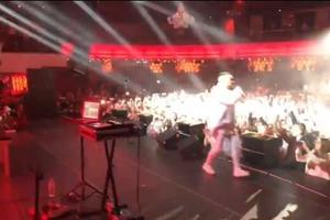 Монатик во время концерта в Минске упал со сцены