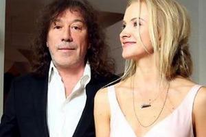 63-летний музыкант Кузьмин разводится с 36-летней женой