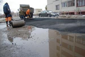 Захарченко розповів, що в ДНР знайшли спосіб укладати асфальт в калюжі