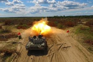 Б'є на 5 км і стріляє на електриці: В Україні проходить тести модернізований танк Т-72АМТ