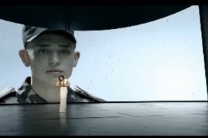 Лорак ко Дню Матери спела украинскую песню о солдатах без опознавательных знаков