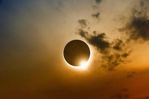 Наближається тріада затемнень: жодної агресії і угод, а всі важливі справи потрібно завершити до 26 червня