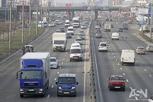 Стоимость топлива в Украине падает, но остается в два раза больше, чем в России и Беларуси