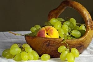 Диетологи предупредили: Кому нельзя есть виноград