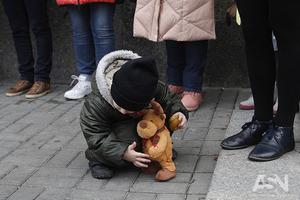 В детдомах Украины растет количество брошенных родителями детей