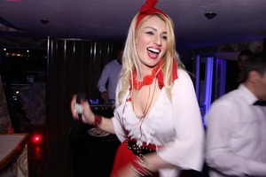 Известную турецкую певицу застрелили в клубе