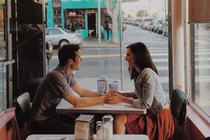 Почему милые на первых встречах люди потом могут стать очень опасными