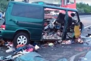 9 человек погибли в прямом эфире: водитель микроавтобуса вел трансляцию за рулем