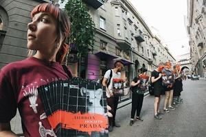 Зоозащитники провели протест возле магазина PRADA в центре Киева