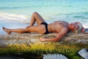 «Живий Кен» в плавках розполохав людей на пляжі Домінікани