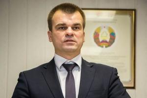 Белорусского министра встретили в Испании голой грудью