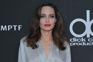 Джоли призвала НАТО защитить женщин в Украине