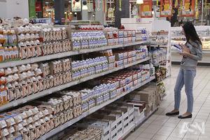 Когда выплатил кредит. В Киеве голый мужчина атаковал супермаркет