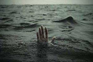 Крижаний жах: на пляжі в Кирилівці дитина врятувався, тримаючись за труп батька
