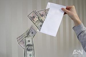 Долар після виборів трохи подешевшав
