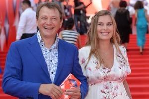 Жена Башарова подала на развод с мужем-извергом
