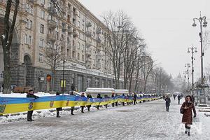 Самый длинный флаг Украины развернули на Крещатике ко Дню Соборности