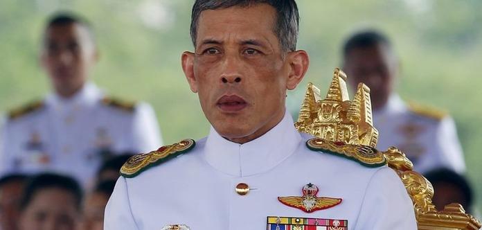 ВТаиланде мужчина, оскорбивший королевскую семью, может сесть на35 лет