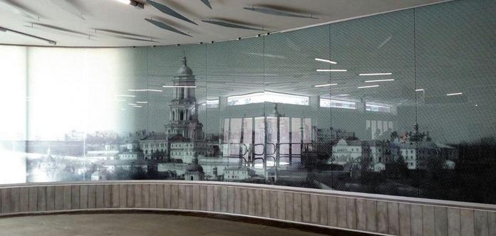В вестибюль станции метро «Левобережная» вернули панно с видами Киева