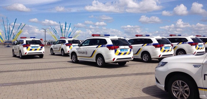ВДнепре полицейские области получили практически 40 новых «гибридов» Митсубиши