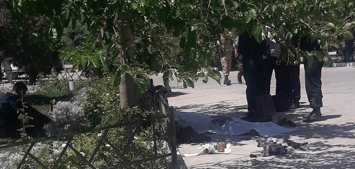 Троє нападників загинули вмавзолеї Ірану