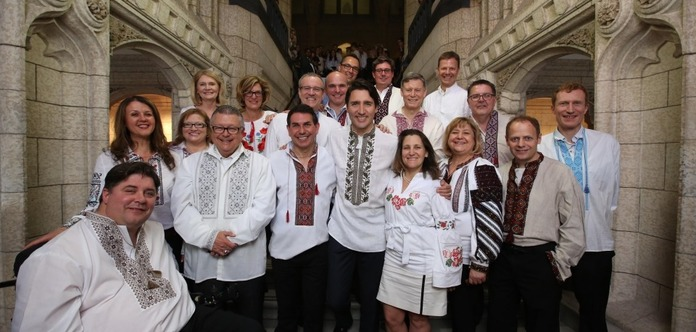 Канадский парламент вышел на работу в вышиванках