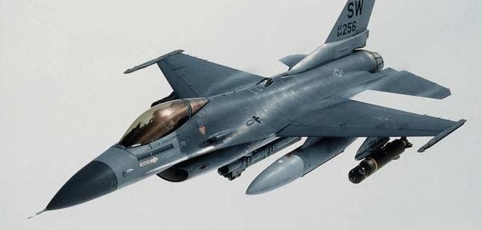Літак Шойгу над Балтикою супроводжували польські винищувачі